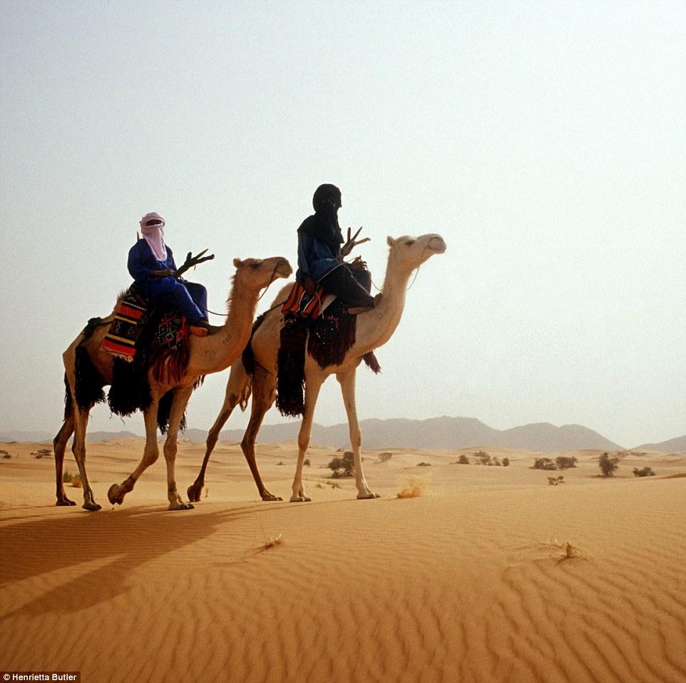 砂漠のトゥアレグ